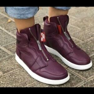 Women's Nike Air Jordan Retro1 High Zip Sz 8 & 10
